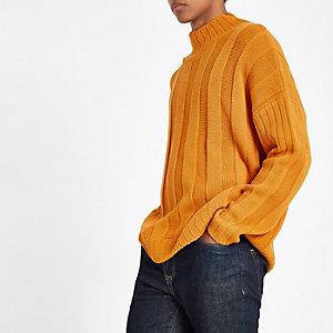 Pull oversize orange à col montant