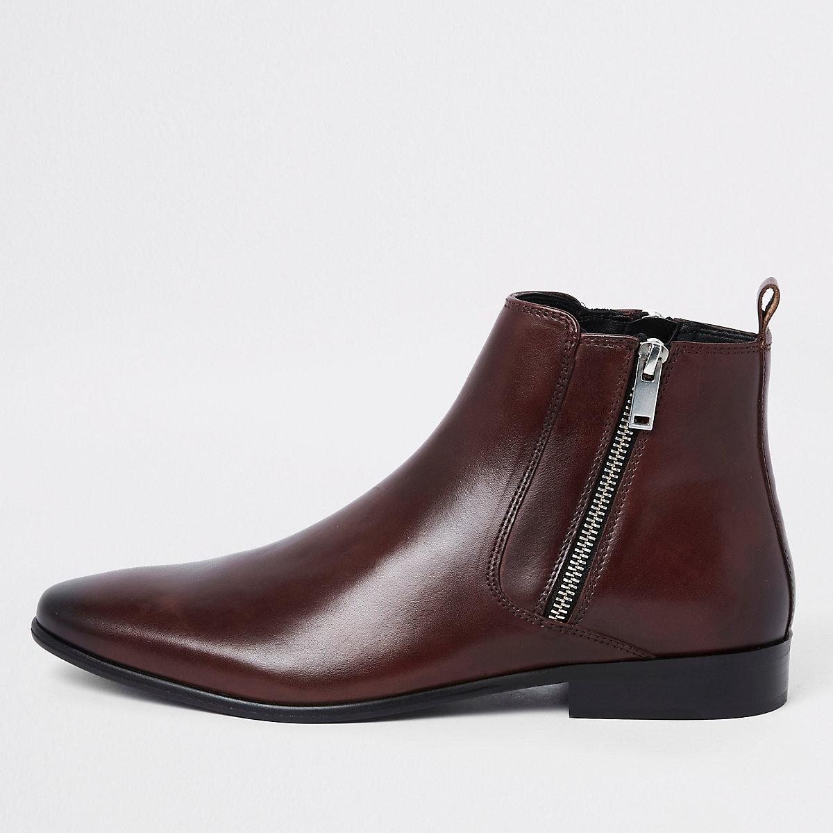 Donkerrode leren laarzen met rits opzij