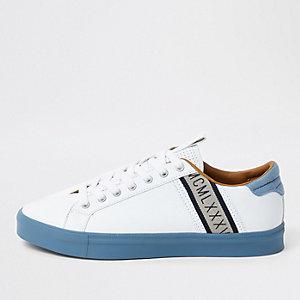 Witte seattle sneakers met blauwe streep