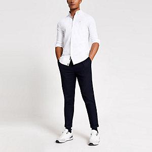 Chemise ajustée blanche avec motif guêpe brodé