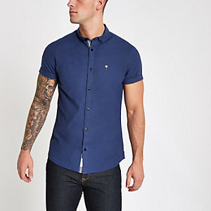 Blauw aansluitend oxford overhemd met geborduurde roos