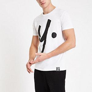 Year Dot – Weißes T-Shirt mit Logo