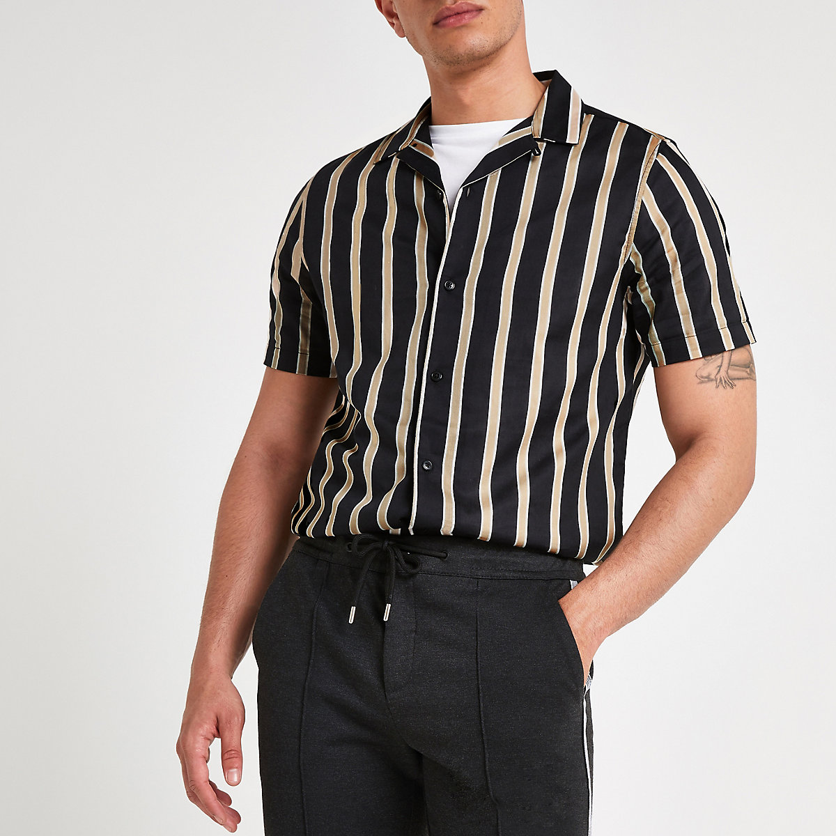 Black stripe print revere shirt