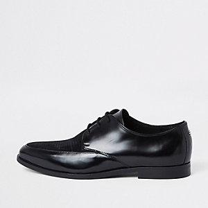 Zwarte hoogglanzende derby veterschoenen met textuur
