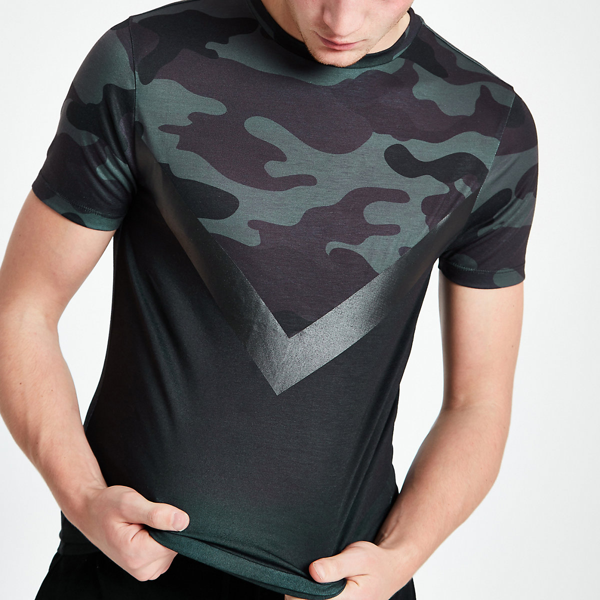 Black camo print chevron slim fit T-shirt