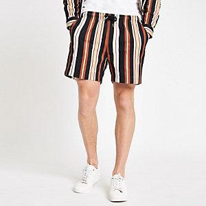 Schwarze, gestreifte Shorts
