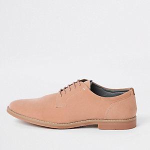 Strukturierte, elegante Schuhe zum Schnüren