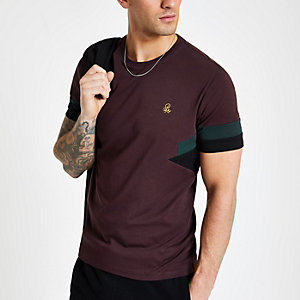 "Kurzärmliges Slim Fit T-Shirt in Bordeaux ""R96"""