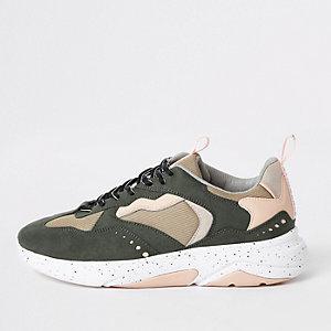 "Sneaker in Khaki mit Camouflage-Muster ""MCMLXXVI"""