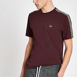 T-shirt ajusté bordeaux avec bandes latérales à monogramme RI