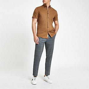 Braunes, langärmliges Leinenhemd