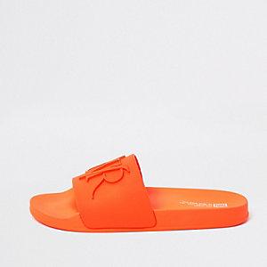 """Badesandalen mit """"RVR""""-Prägung in leuchtendem Orange"""