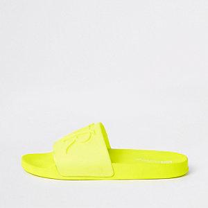 Felgele slippers met 'RVR'-print in reliëf