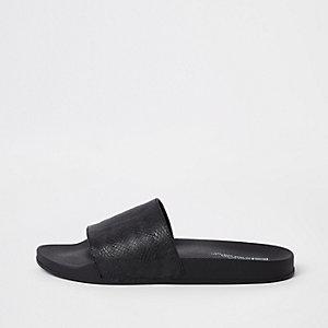 Zwarte slippers met textuur en slangenprint