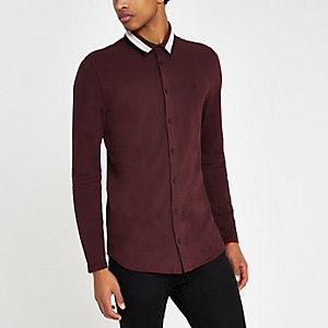 Chemise ajustée bordeaux boutonnée avec col à bande