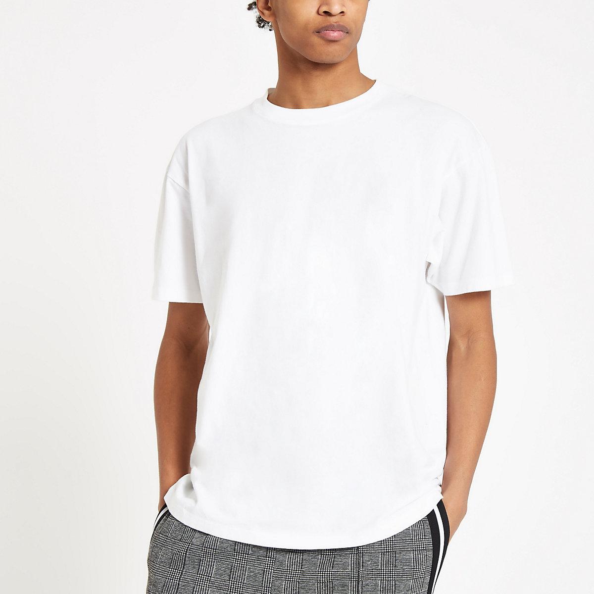 White oversized short sleeve T-shirt