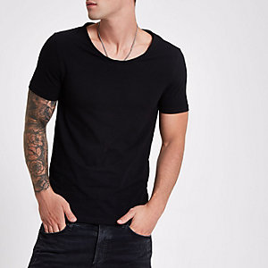 Black muscle fit scoop neck T-shirt