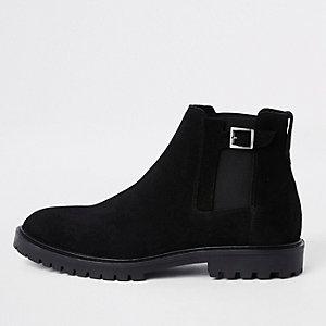 Zwarte suède chelsea boots met gespoten neus