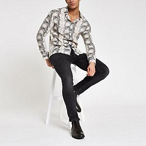 Ecru overhemd met lange mouwen en slangenleerprint