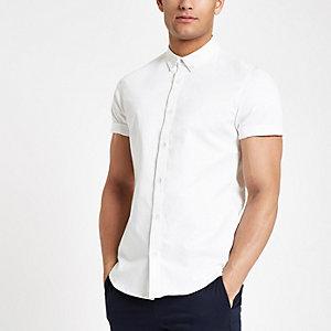 Chemise ajustée en sergé blanche à manches courtes