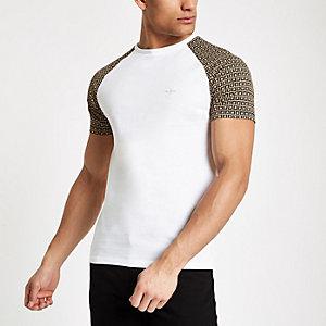 T-shirt ajusté blanc à monogramme RI et manches raglan