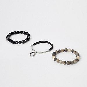 Graue, perlenverzierte Armbänder, Set