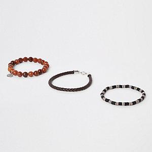 Lot de bracelets en cuir synthétique et perles marron
