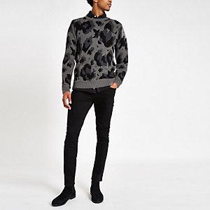 Grauer Slim Fit Pullover mit Leopardenprint
