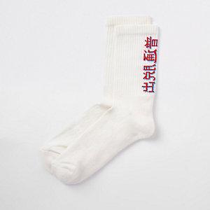 Chaussettes écrues motif lettres chinoises