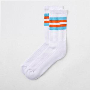 White stripe trim tube socks