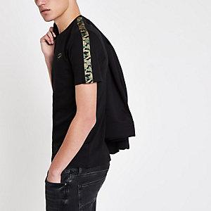 T-shirt noir à bandes latérales camouflage