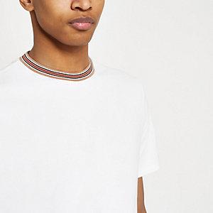 T-shirt slim blanc avec col à bordure