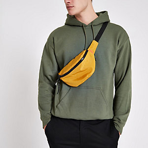 Dunkelgrüner Hoodie mit langen Ärmeln