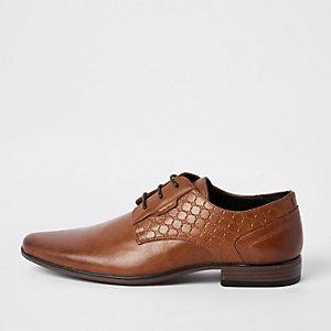 Bruine derby schoenen met 'RI' in reliëf