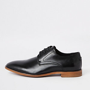 Schwarze Derby-Schuhe mit Schnürung