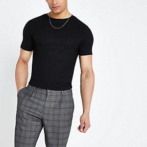 Zwart geribbeld aansluitend T-shirt met ronde zoom