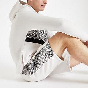 R96 – Steingraue Slim Fit Shorts aus Jersey mit RI-Monogramm