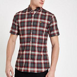 Chemise à carreaux rouge avec manches courtes et broderie guêpe