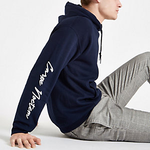 Sweat à capuche slim à inscription « Carpe diem » bleu marine