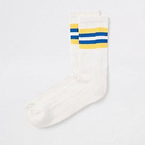 Gele sokken met gestreepte boord