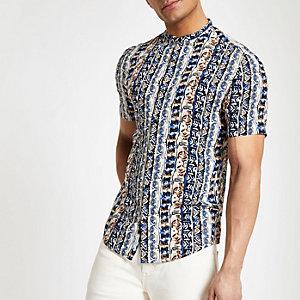 Wit overhemd zonder kraag met korte mouwen en aztekenprint