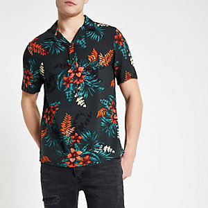 Zwart overhemd met bloemenprint, drie knopen en korte mouwen