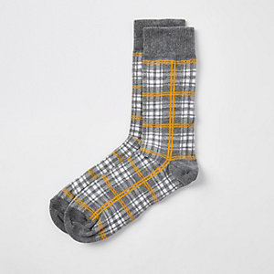 Chaussettes grises à carreaux