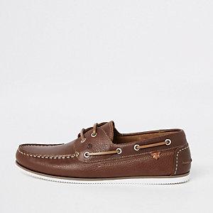 Chaussures bateau en cuir marron