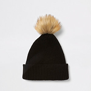 Black fisherman knit  faux fur pom beanie hat