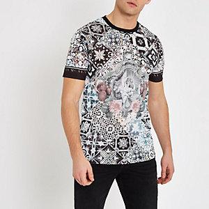 Wit slim-fit T-shirt met barokprint