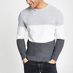 Grijze aansluitende gebreide pullover met blokprint