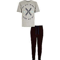 Graues T-Shirt und Jogginghose im Set