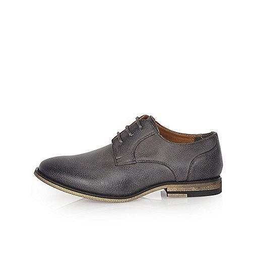 Graue, elegante Schuhe