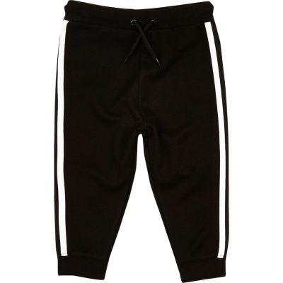 Zwarte joggingbroek met streep opzij voor mini boys